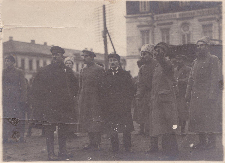 1918. Подвойский на параде в честь 1-го вып. краскомов. Тверь