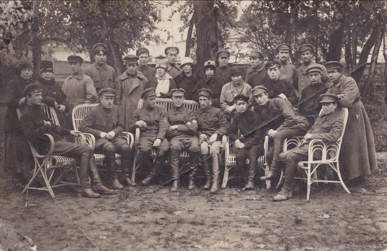 1920-е. Группа военных и штатских
