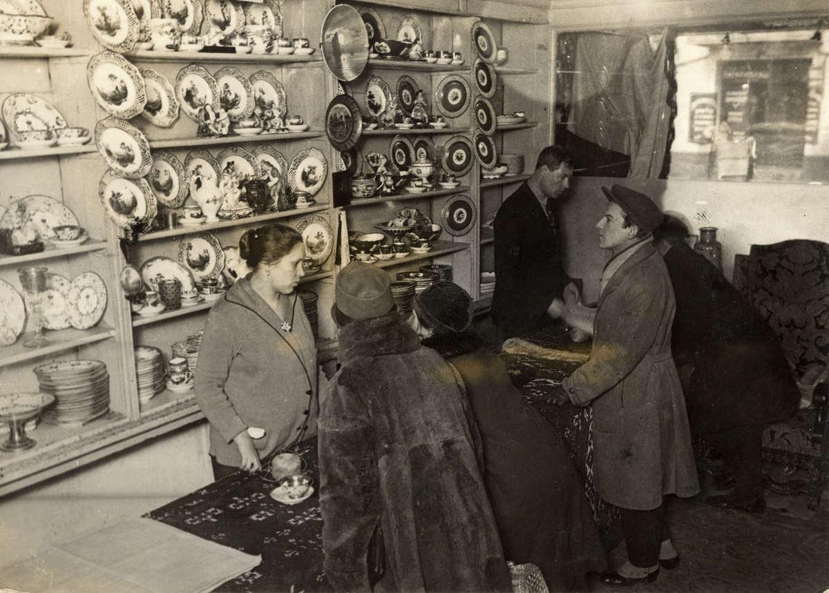 1927. Аукцион фарфора и другого имущества бывшего русского царя, Москва