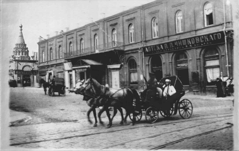Аптека П. П. Чишковского на углу Великокняжеского проспекта и Николаевской улицы