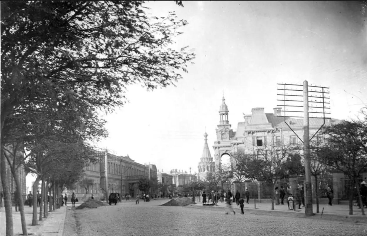 Николаевская улица у городской думы и Сада