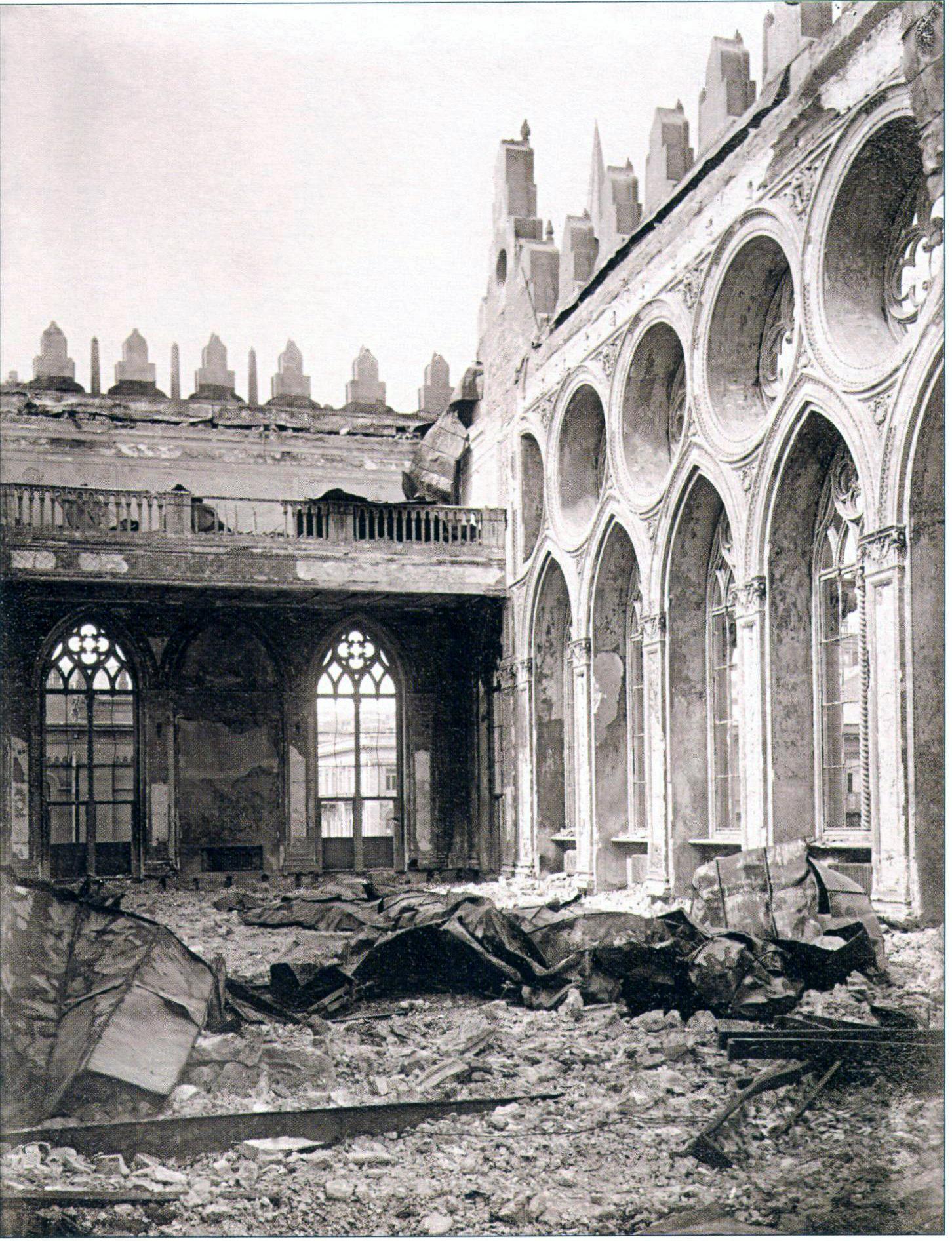 Разрушения в здании мусульманского благотворительного общества «İsmailiyyə» после пожара. 1918