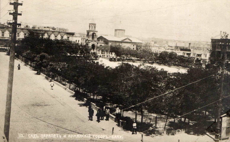 Сад Парапет и Армянский собор