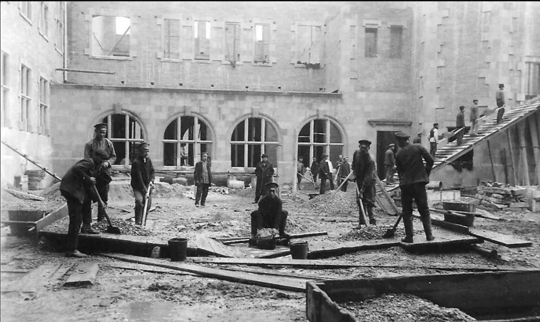 Строительство здания Коммерческого училища. Парадный двор. 1910