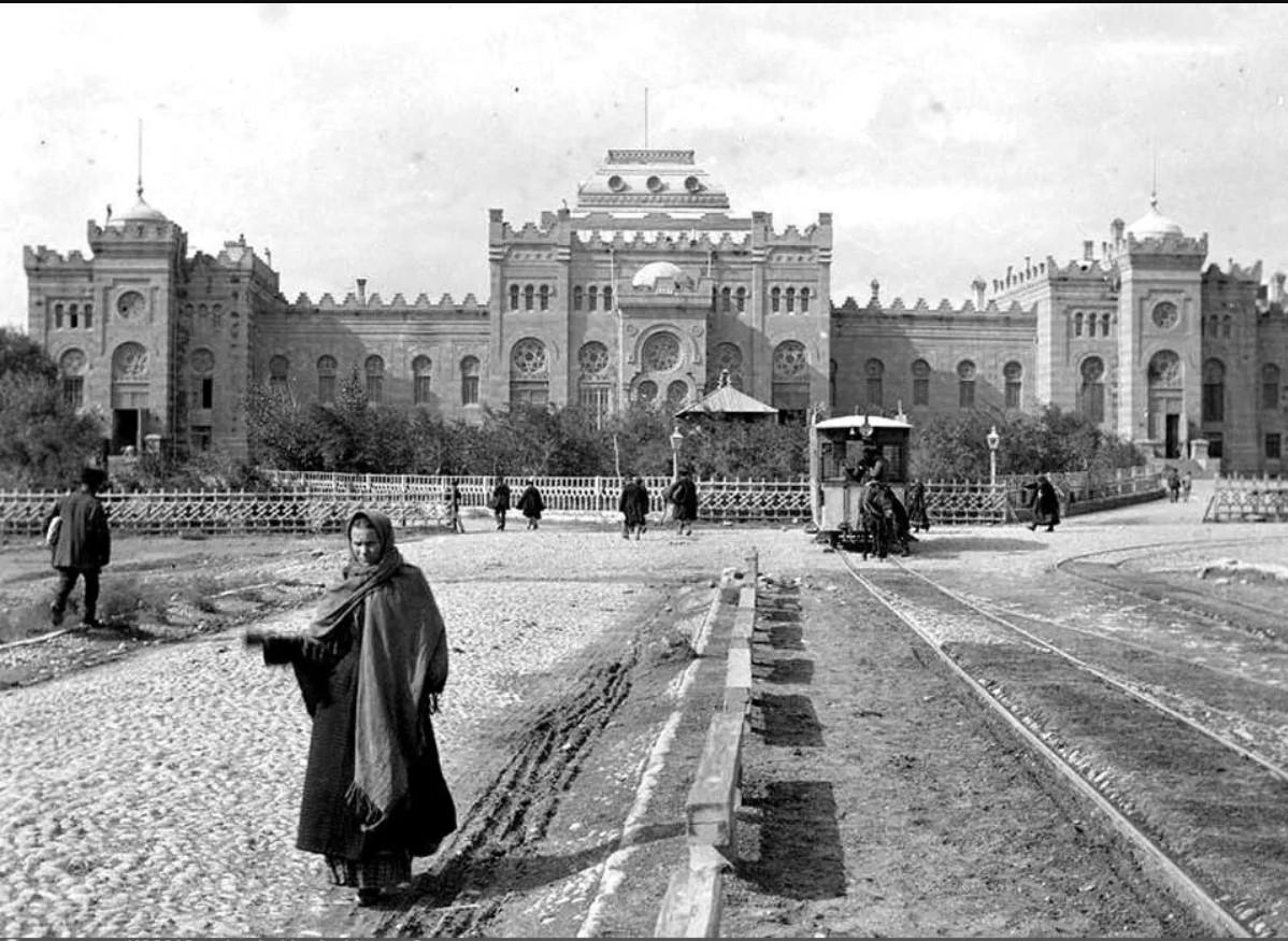 Тифлисский вокзал Закавказской железной дороги. 1890