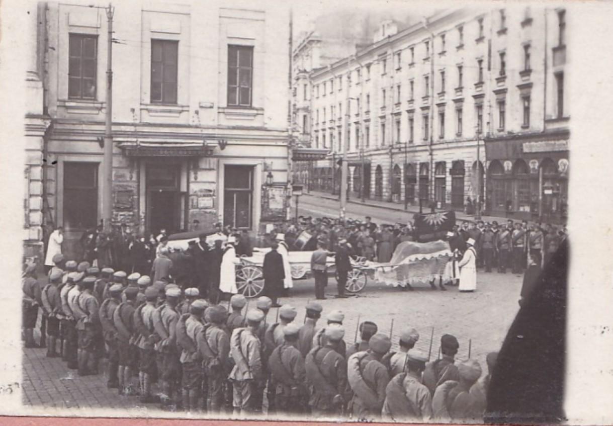 1919. Взрыв в Леонтьевском переулке. Установка гробов на катафалки. Москва