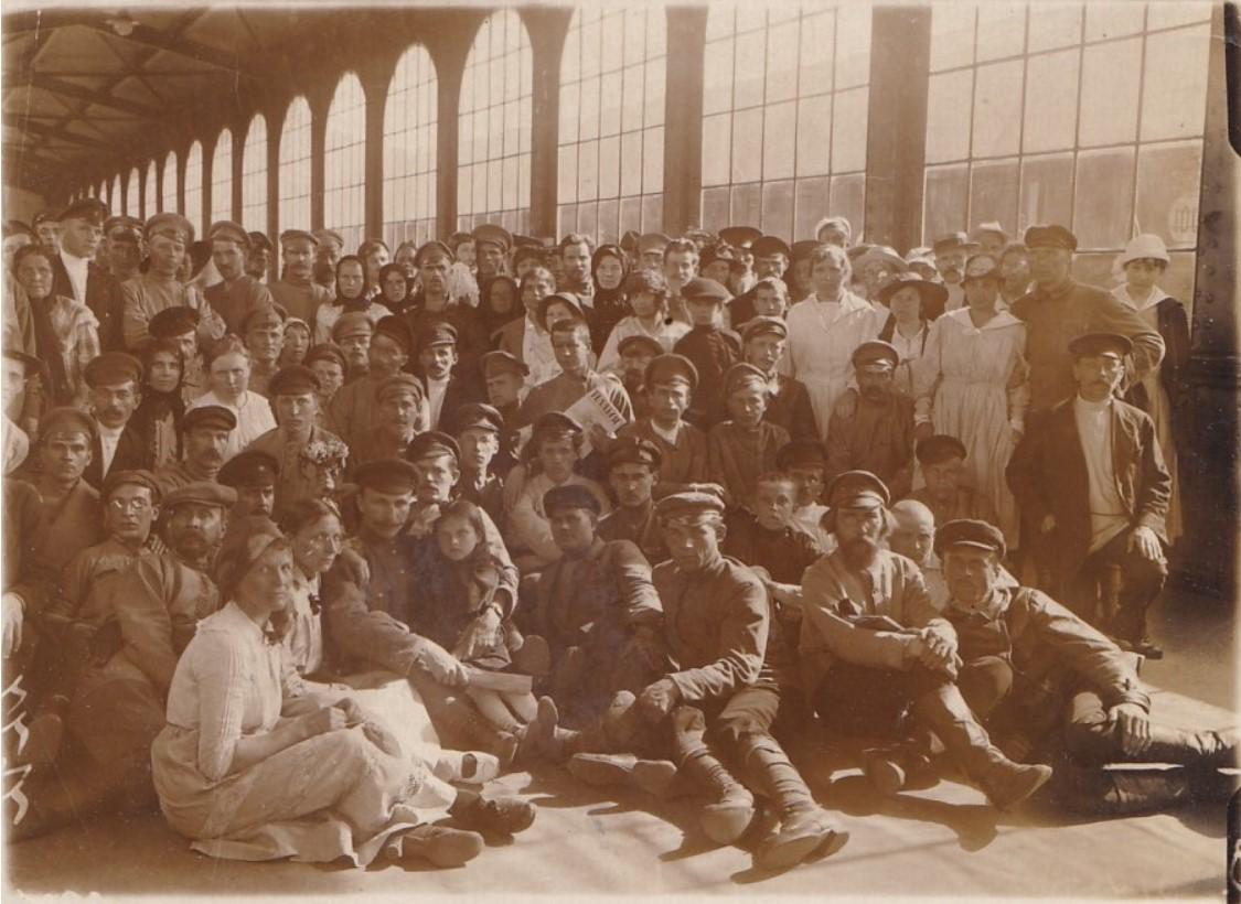 1919. Работники Моссовета, отправляющиеся на Петроградский фронт