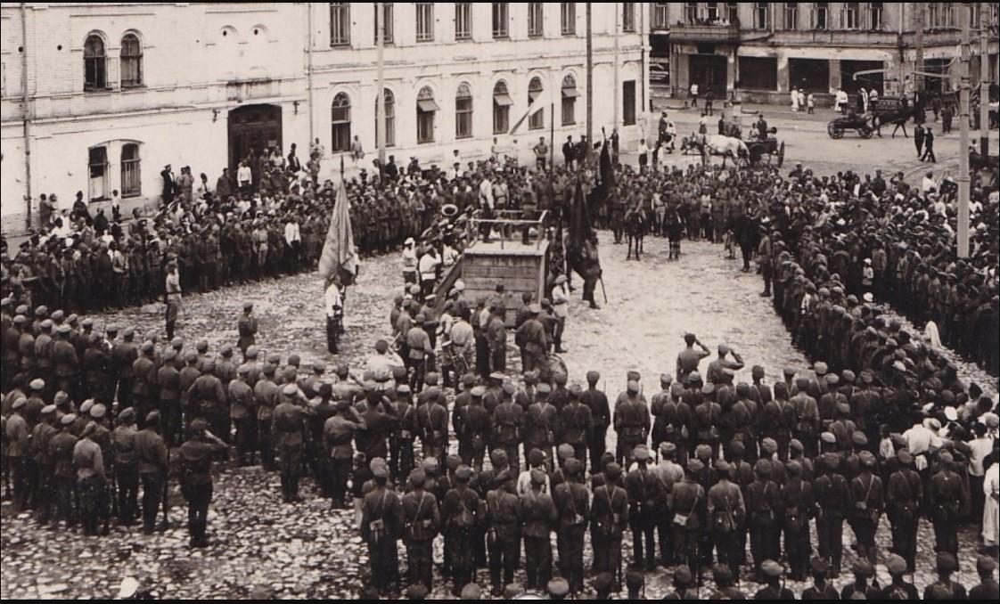 1920. Митинг в честь возвращения с позиций курсантов Самарских командных курсов. Самара