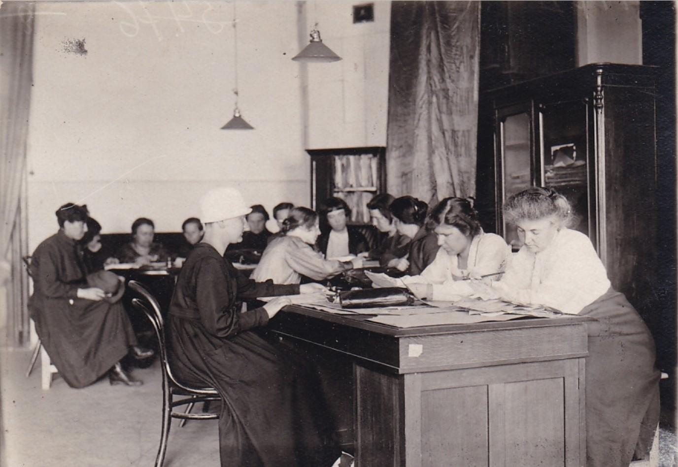 1920-е. Женотдел при ЦК ВКПб. Менжинская, Коллонтай.