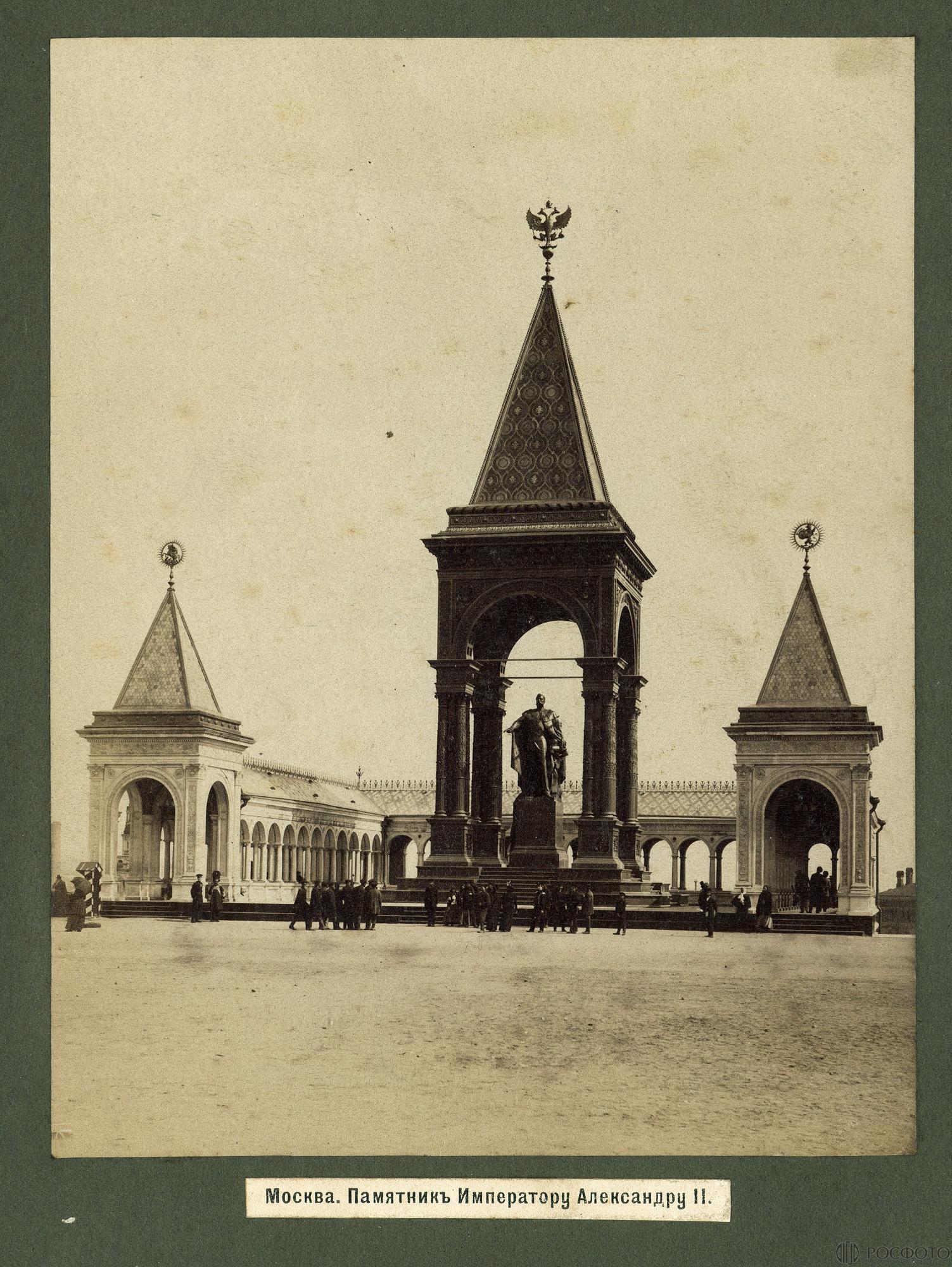 Памятник императору Александру II в Кремле