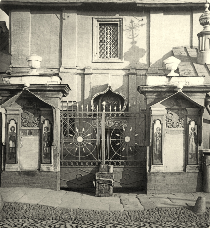 Вход в церковь Гребнёвской иконы Божией Матери на Лубянке