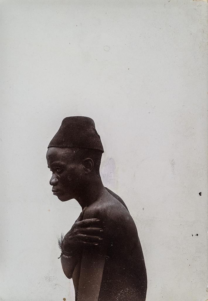 Антропометрическое изображение мужчины в шляпе