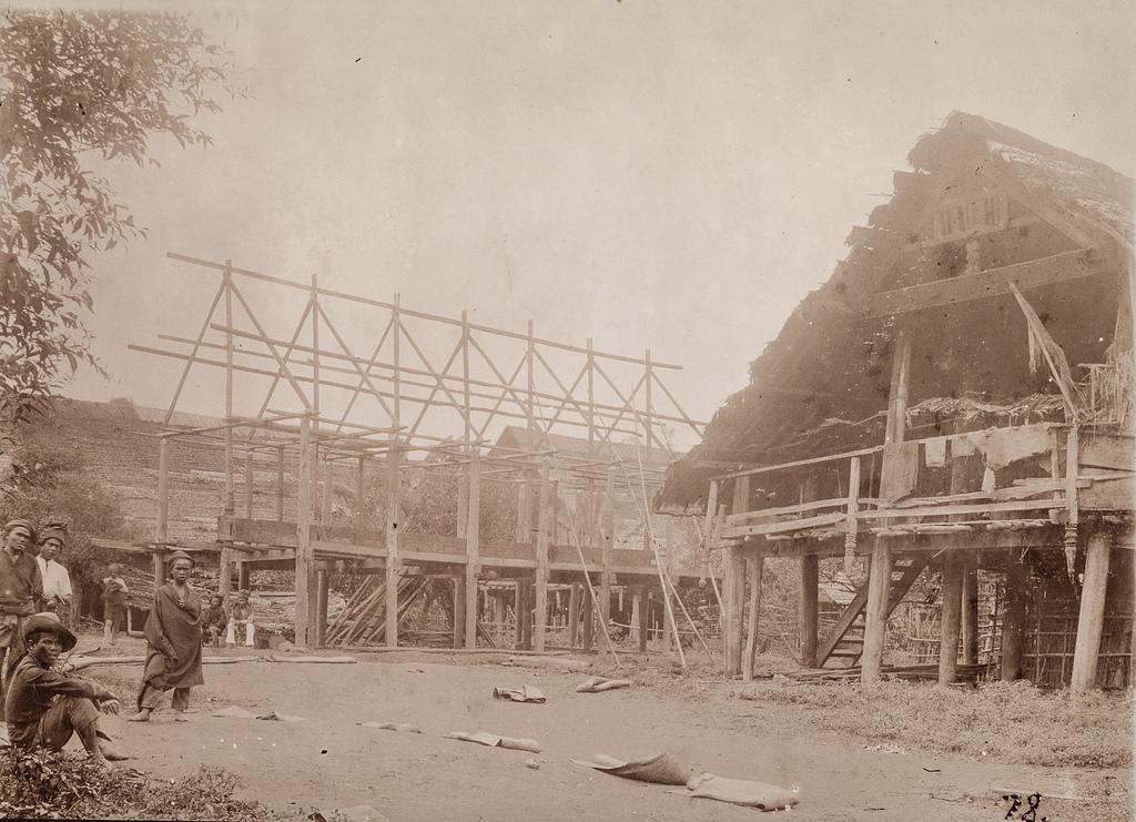 Строящийся дом в поселении