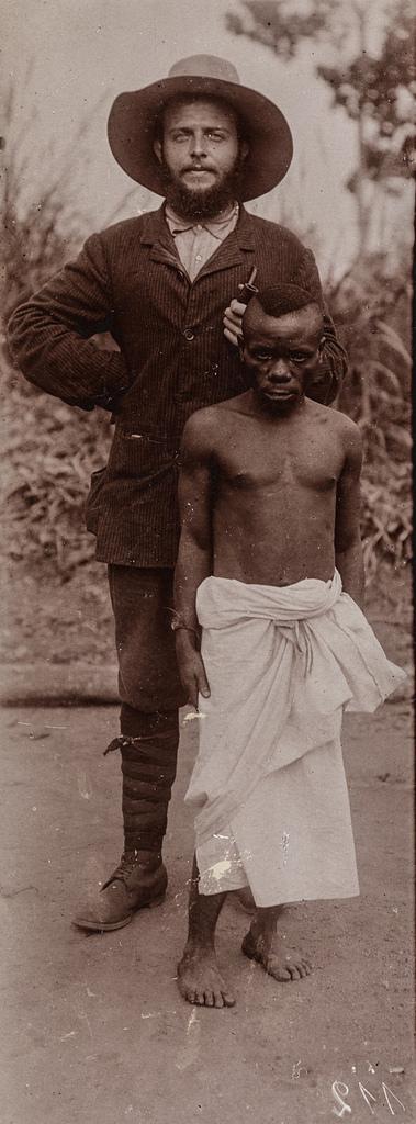 Портрет миссионера с аборигеном