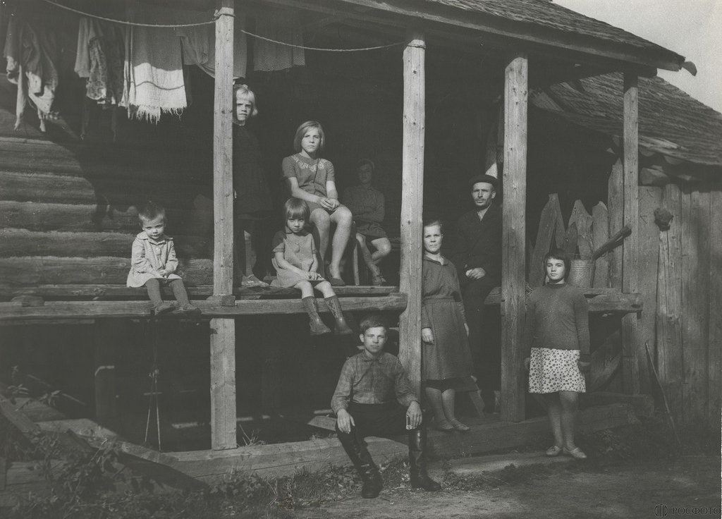 1977. Семья (Переселенцы из Молдавии)