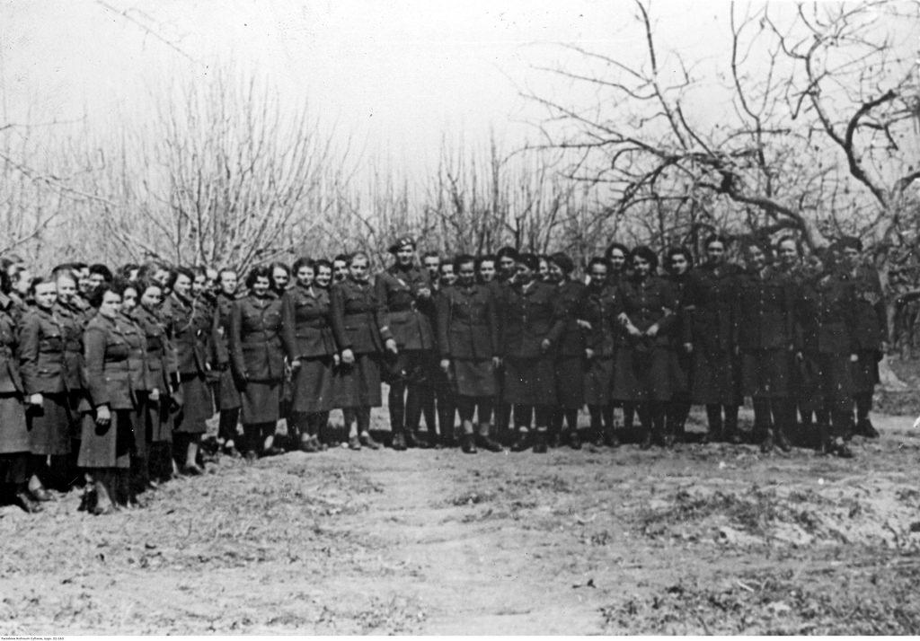 1941-1942.  Вспомогательная военная женская служба - групповая фотография.