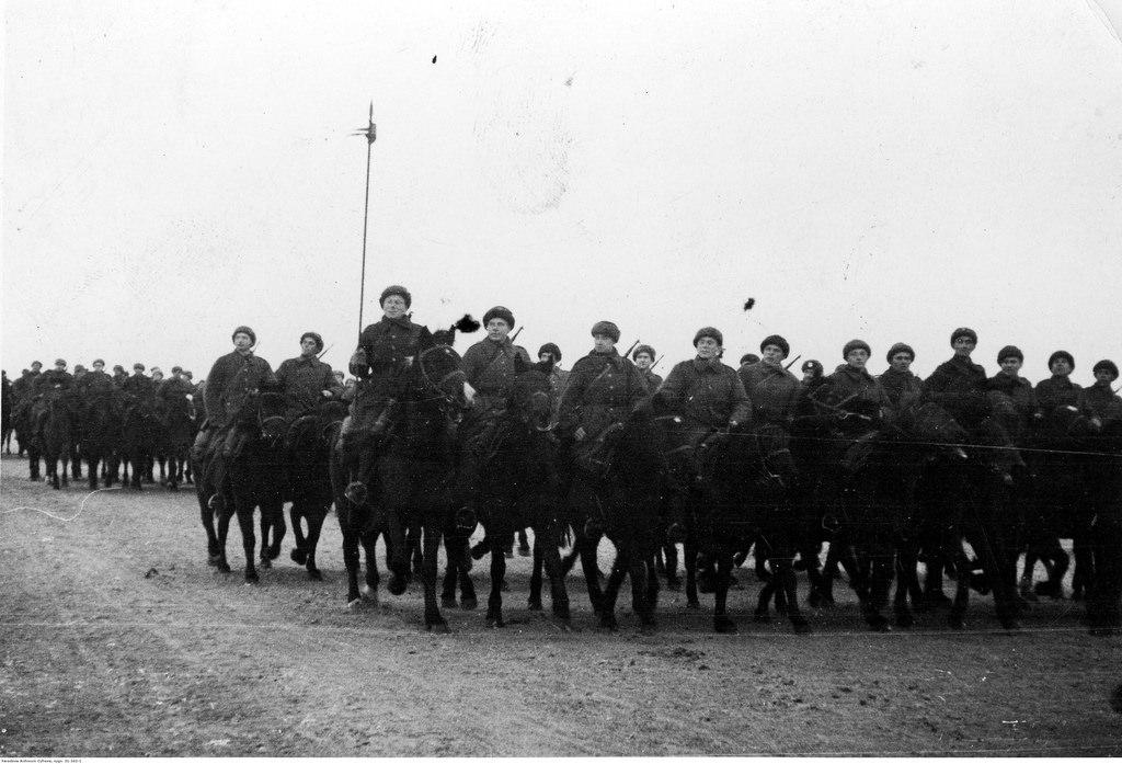 1941-1942. Парад кавалерии