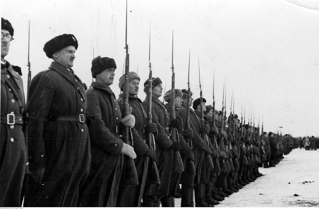 1941-1942. Солдаты, вооруженные винтовками Мосина