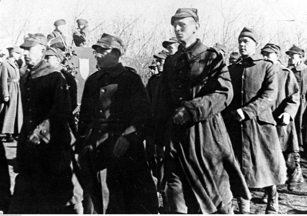 1942.  Польские солдаты во время парада