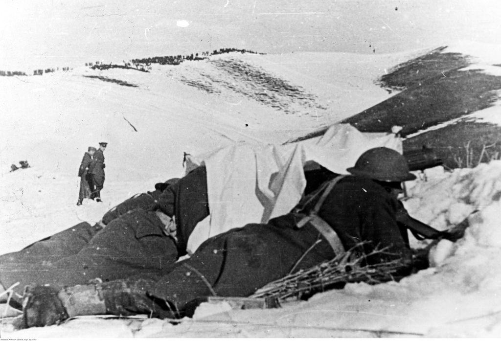 1942. Учения польской армии в СССР. Тяжелый пулемет, замаскированный белой тканью (зимой)