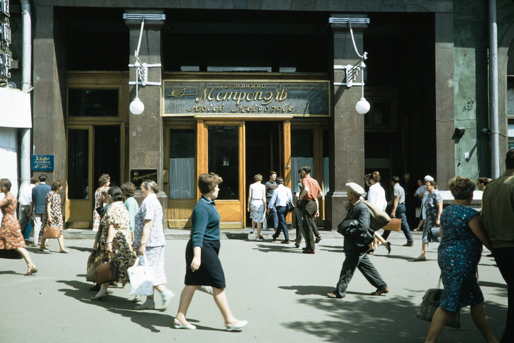 У гостиницы «Метрополь».