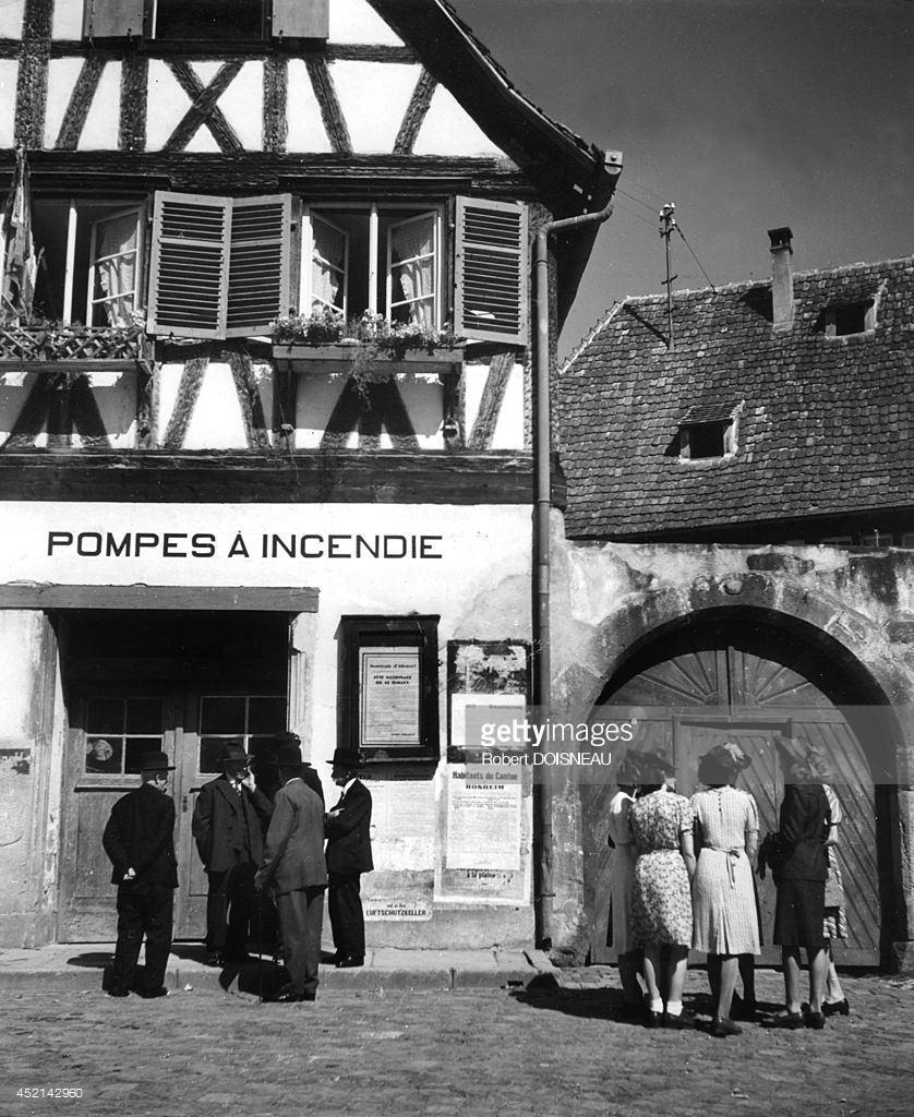 1945. Деревенская площадь в воскресенье,Бёрш