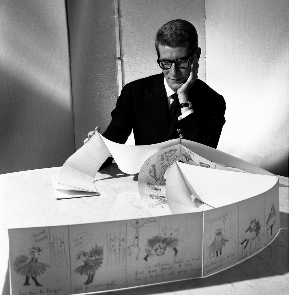 1964. Ив Сен-Лоран за работой в Париже