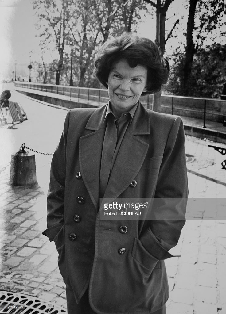 1989. Портрет Даниэллы Миттеран, супруги бывшего президента Франции Франсуа Миттерана