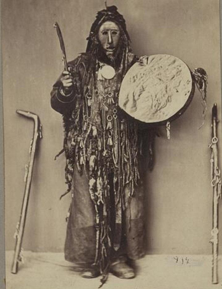 Бурятский шаман. Вид спереди