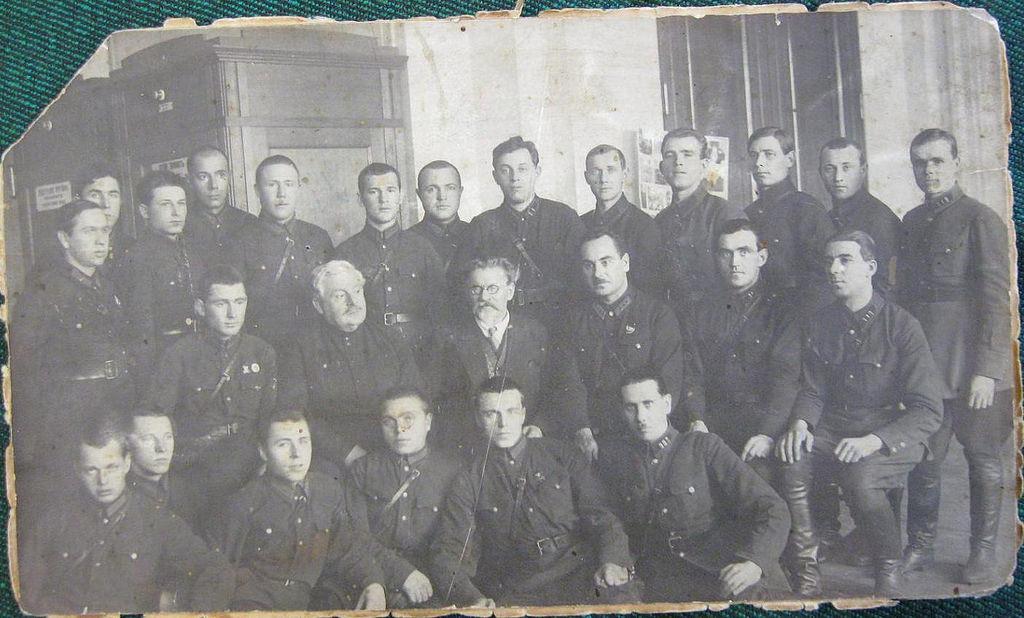 1930-е. Михаил Иванович Калинин с работниками ОГПУ