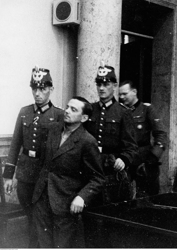 Обвиняемый Гельмут Штиф вошел в зал суда