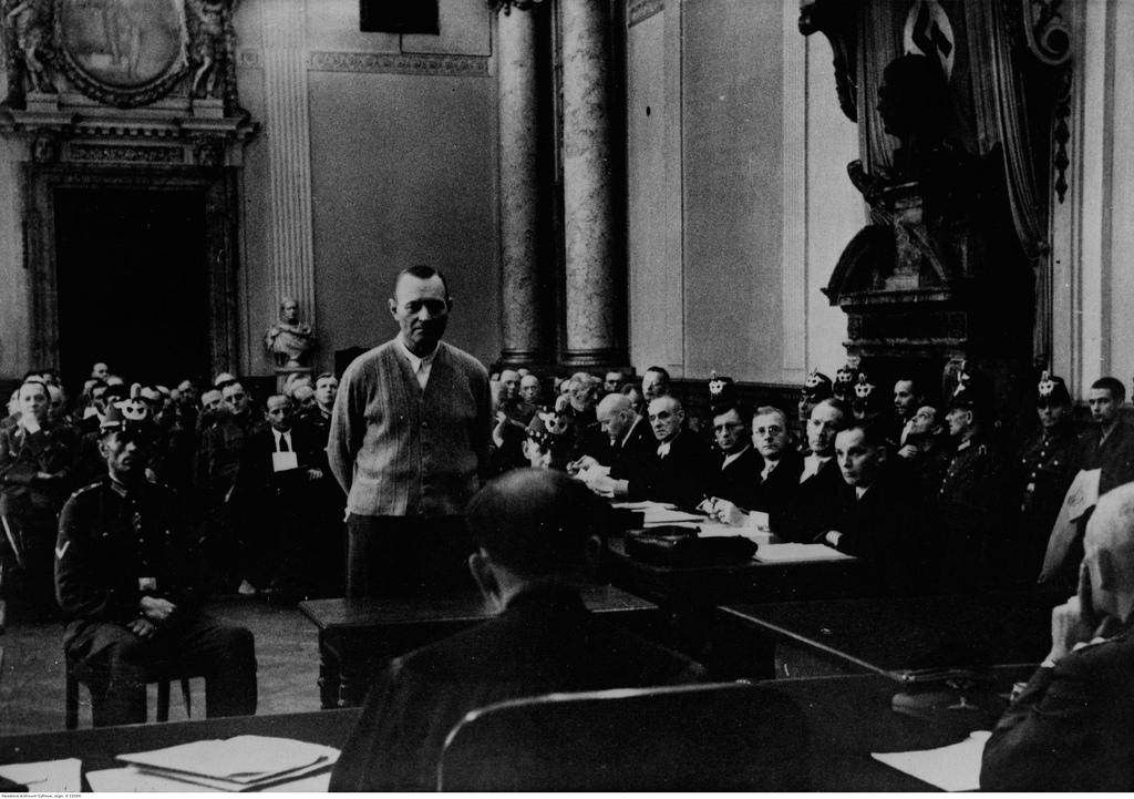 Обвиняемый Эрих Гёпнер во время допроса в суде