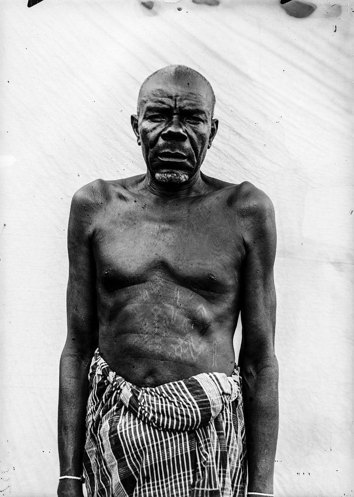 163. Портрет мужчины с татуировками