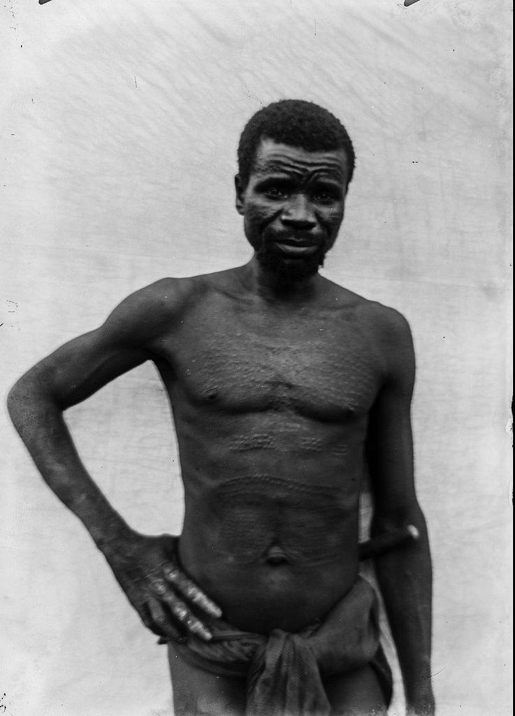 168. Портрет мужчины маконде с татуировками