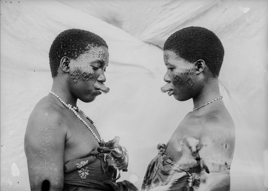 175. Антропометрическое изображение трех женщин макуа с насечками на лице