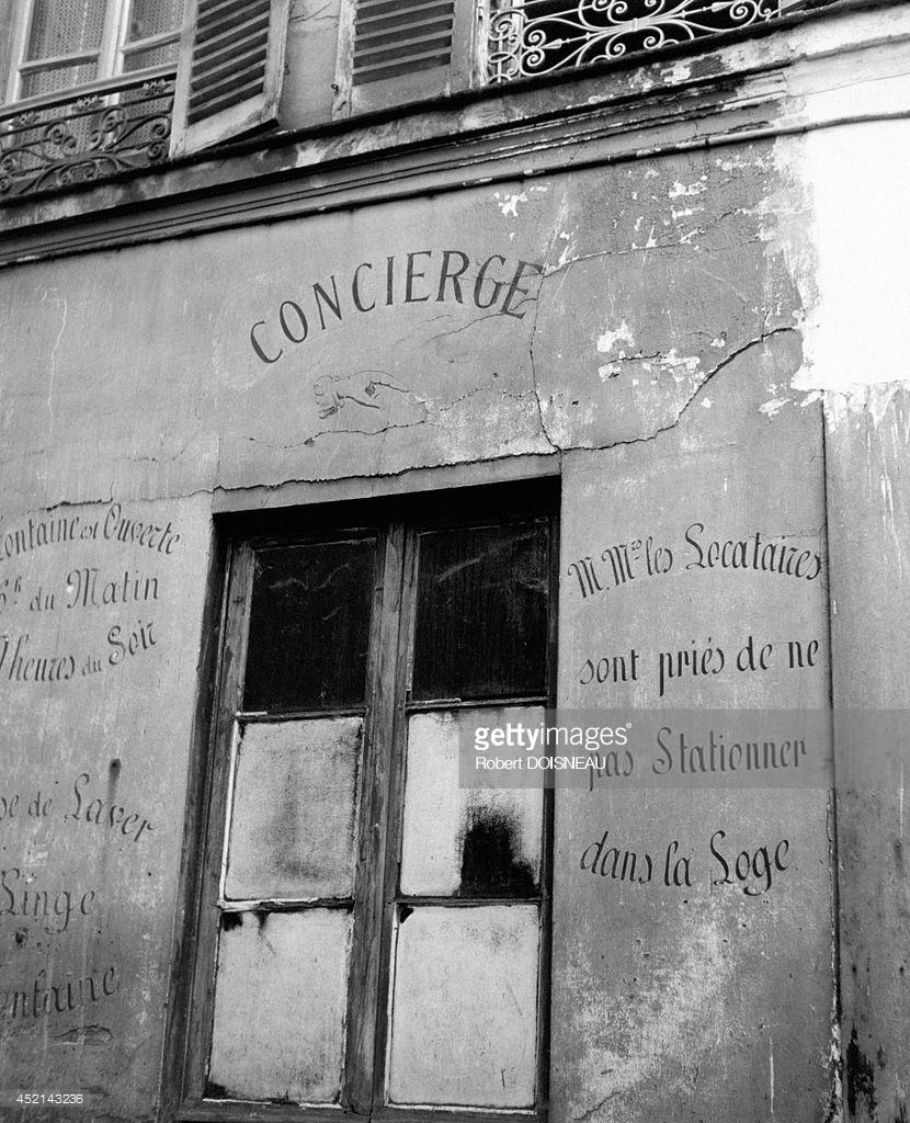 1945. Окно комнаты консьержа