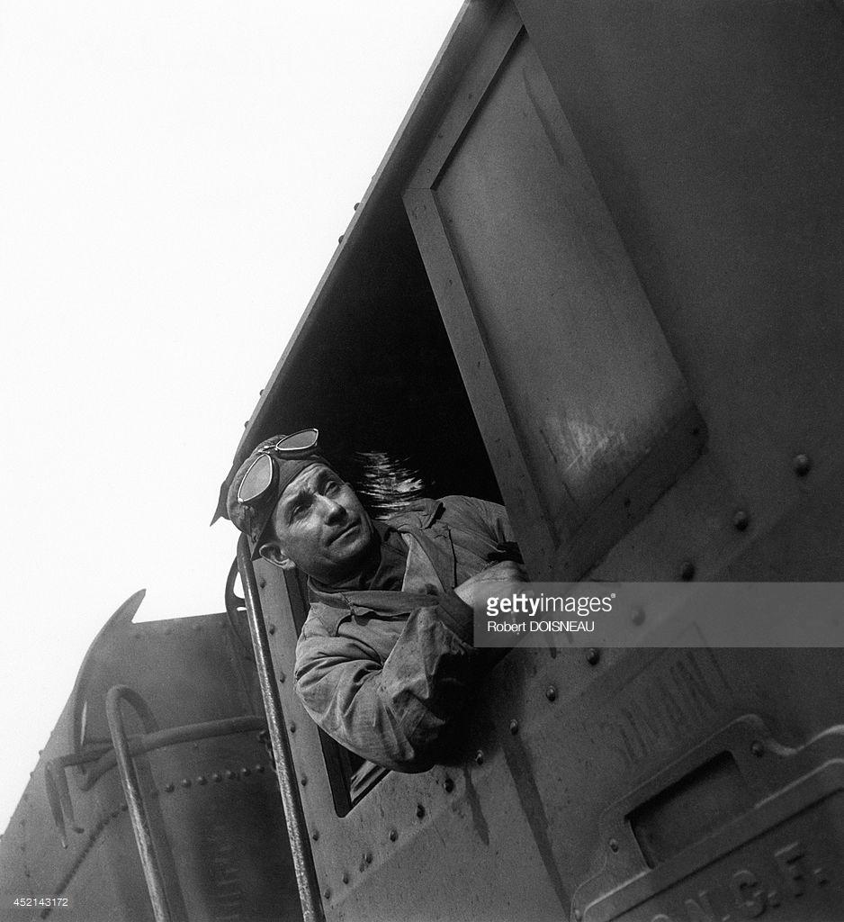 1946. Железнодорожник в поезде. Ле Бурже