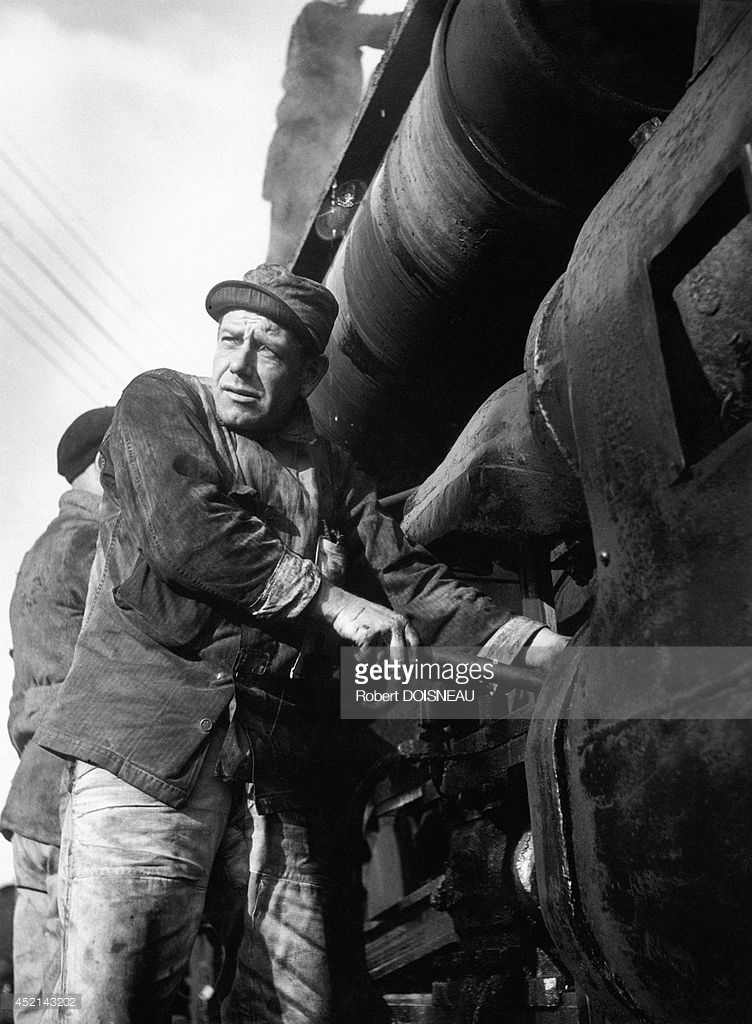1946. Портрет двух железнодорожников