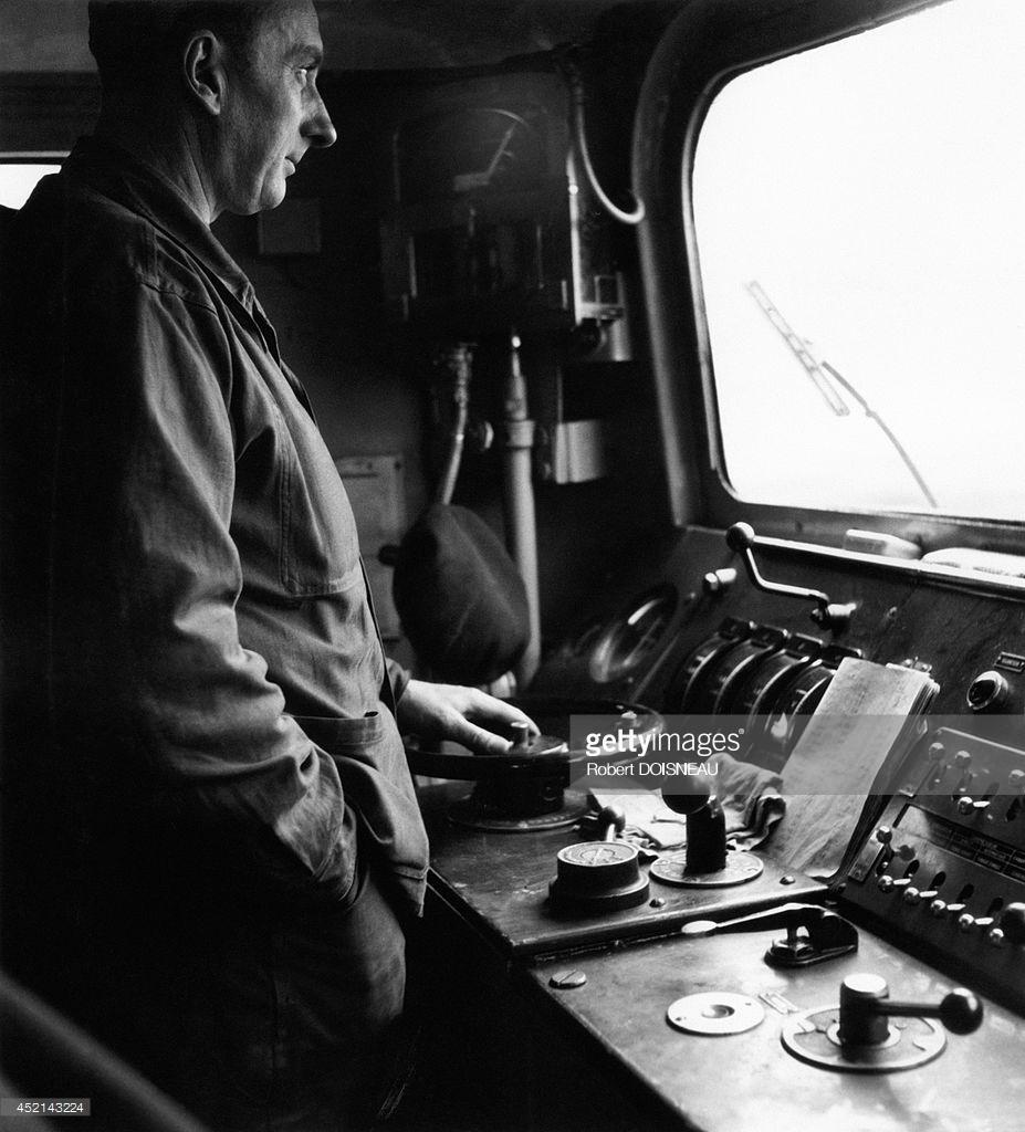 1955. Машинист в кабине поезда «Мистраль»