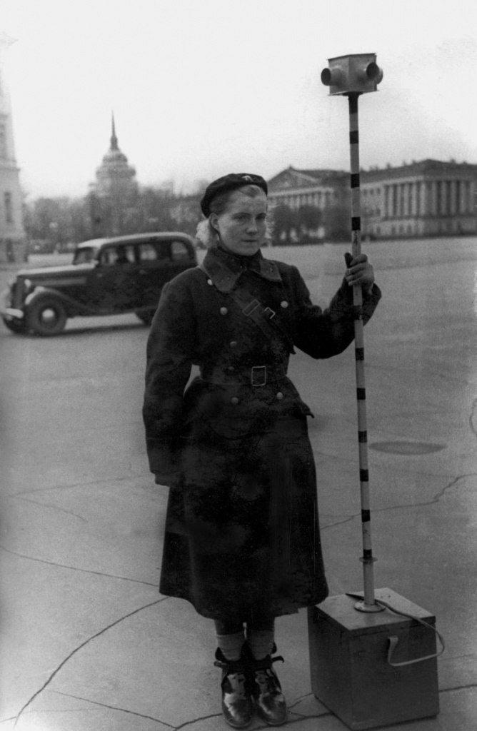 1942. Площадь Урицкого. Блокадный светофор