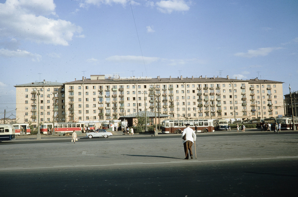 У станции метро «Университет»