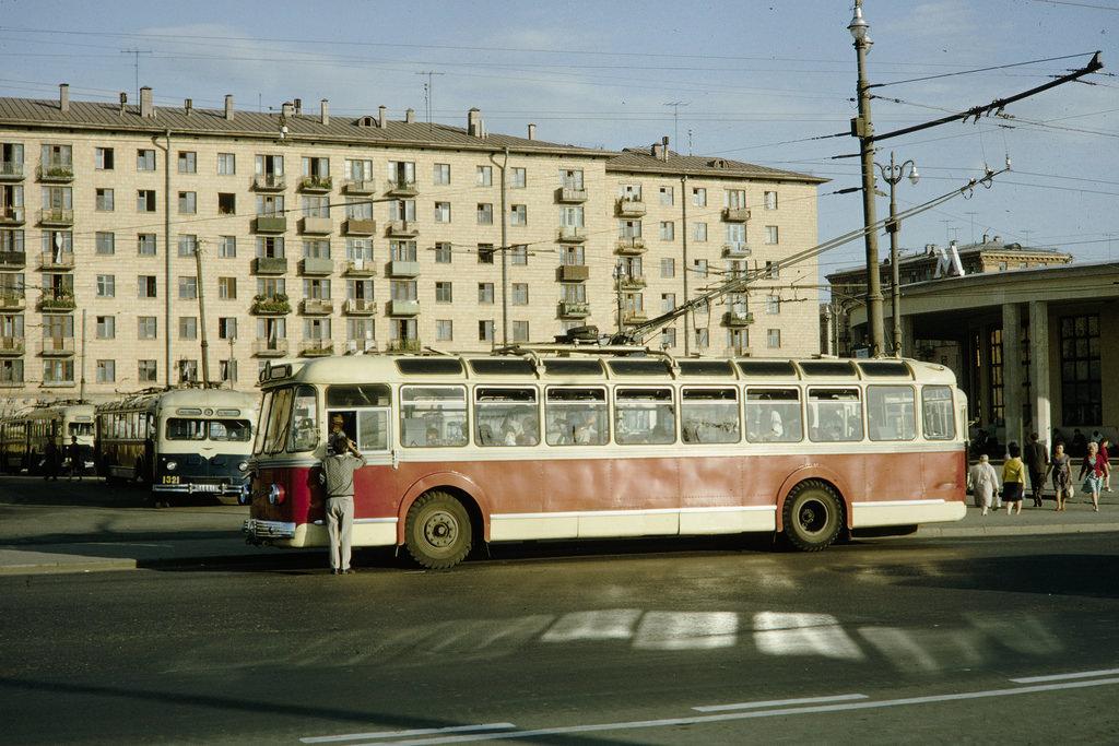 Конечная троллейбусов у метро «Университет»