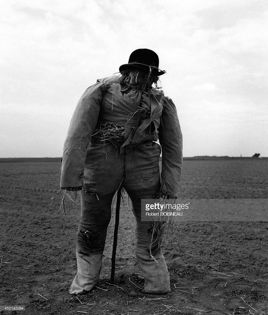 1962. Пугало на дороге в Нант 27 мая