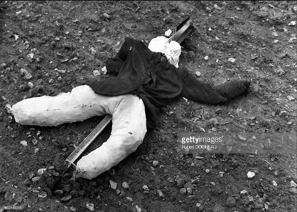 1964. Пугало  в Сираке, Дордонь. 29 марта