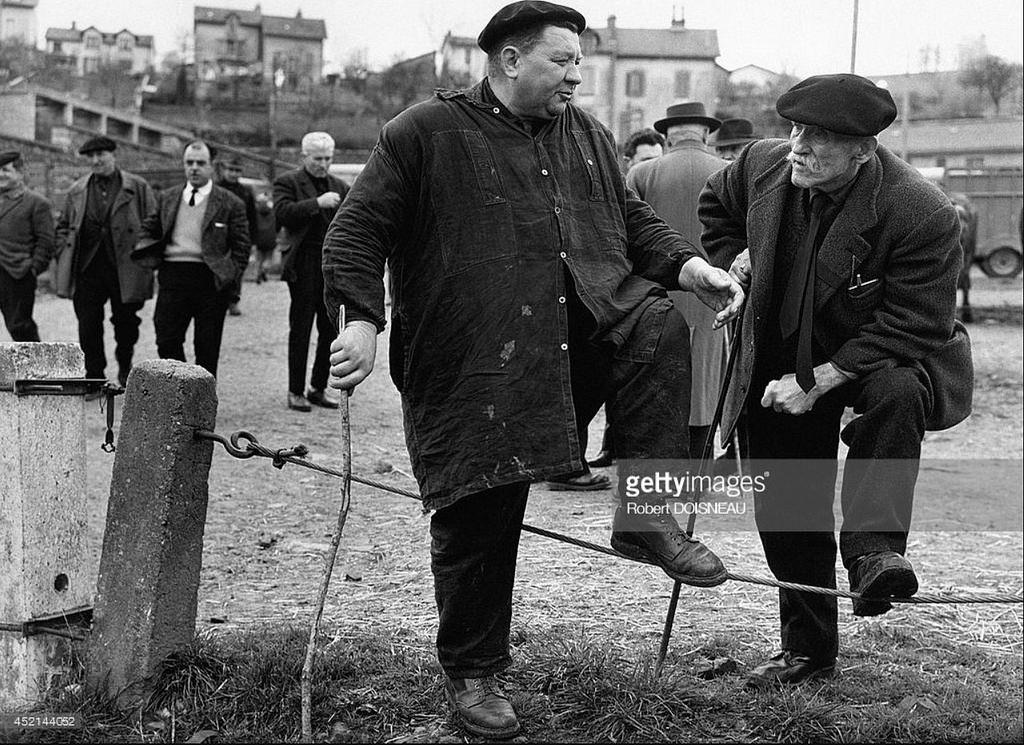 1964. Два фермера на ярмарке в Аврилак. Апрель