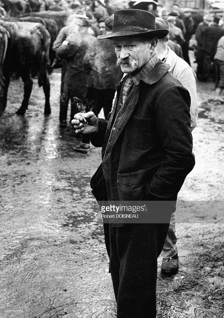 1966. Человек на ярмарке в Пело