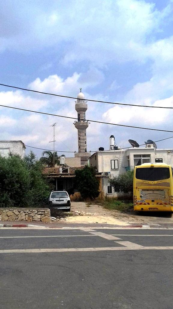 Местная мечеть. Единственная в стране, построенная по кавказскому образцу