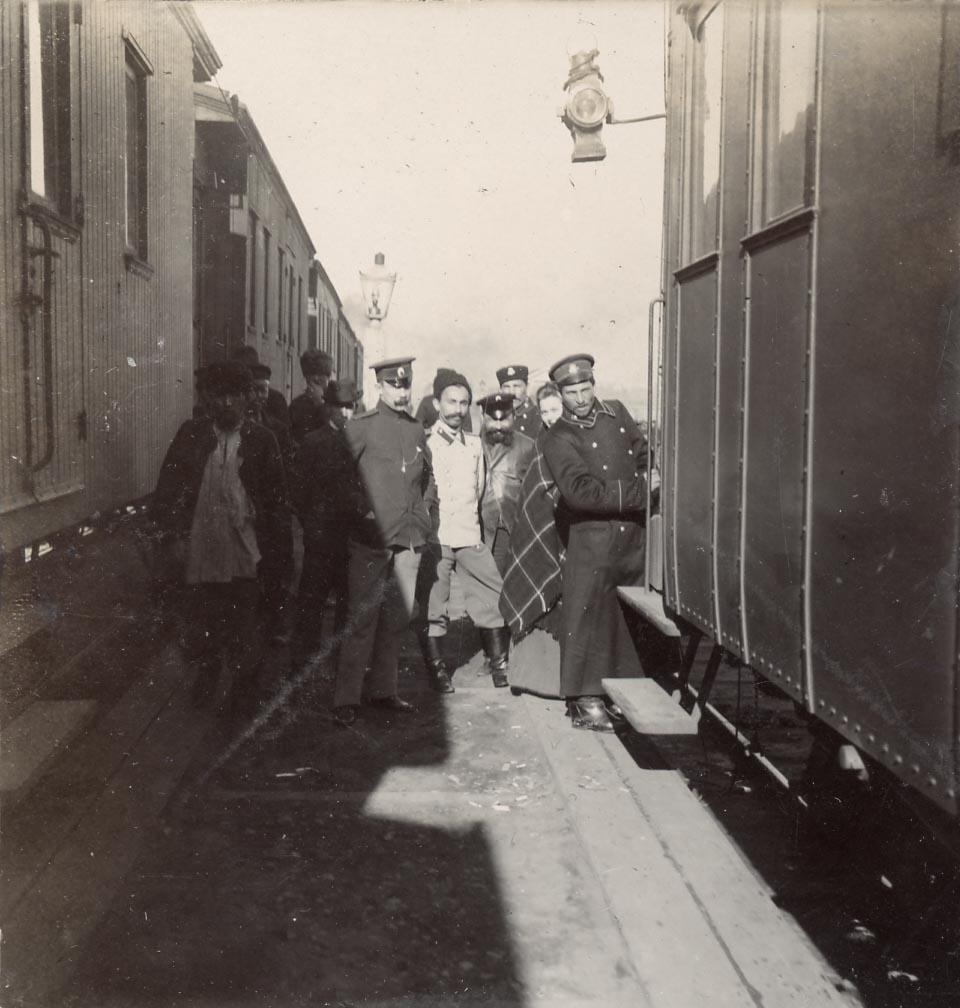 Иркутск. Пассажиры возле поезда