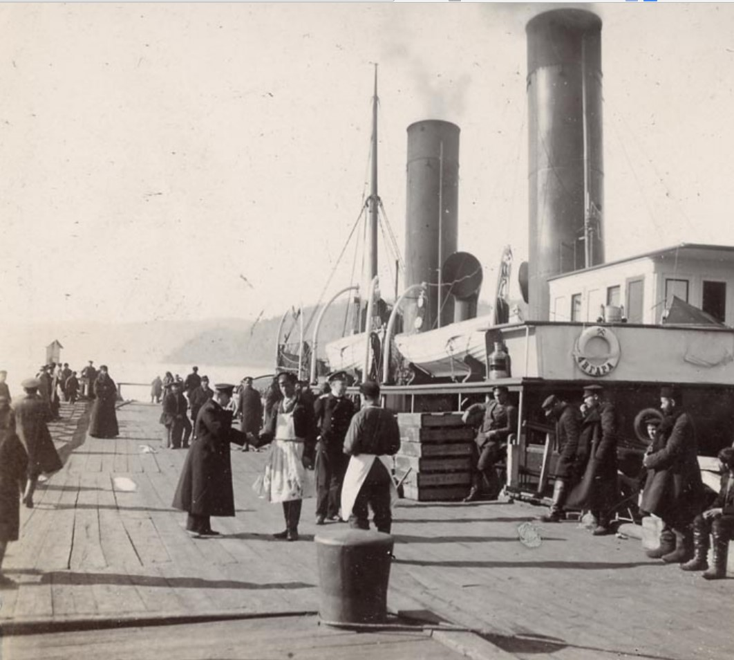 Байкал. У пристани ледокол «Ангара»