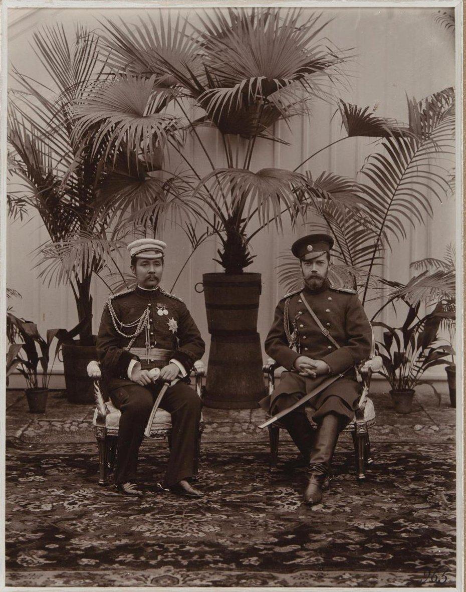 1890-е. Николай II и сиамский князь. Царское село.jpg